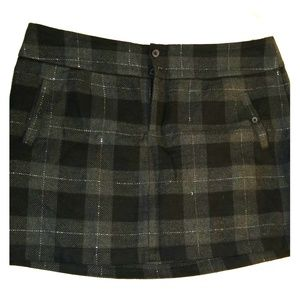 EUC Gap black/gray plaid flannel mini skirt Sz 16